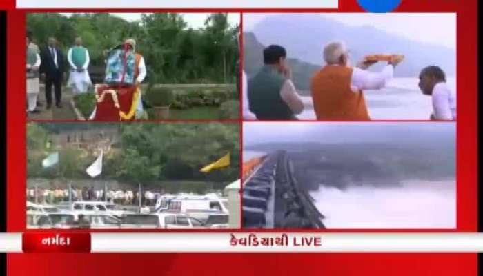 Modi done pooja at Narmada river