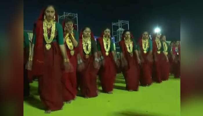 વારસો સાચવી રાખવા આ સમાજના લોકો કોરોડોનું સોનું પહેરી કરે છે 'મણિયારો રાસ'