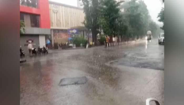 સુરત: દશેરના પાવન પર્વમાં જ શહેરના અનેક વિસ્તારોમાં ભારે પવન સાથે વરસાદ