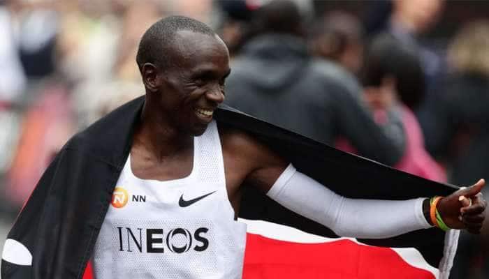 Photos : આ દોડવીરે રચ્યો ઈતિહાસ, 2 કલાકથી ઓછા સમયમાં પૂરી કરી મેરેથોન