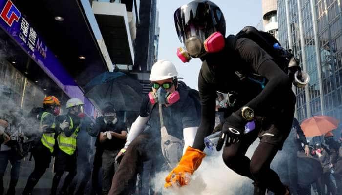 હોંગકોંગમાં શરૂ થઈ આઝાદી માટે જંગ, આંદોલનકારીઓ હિંસાના માર્ગે રસ્તા પર ઉતર્યા
