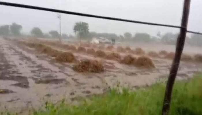 સૌરાષ્ટ્રભરમાં વરસાદી માહોલ, ખેડૂતો ચિંતામાં મૂકાયા