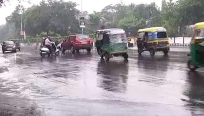 ગુજરાત: મહાની અસરને કારણે અનેક જિલ્લાઓમાં તોફાની વરસાદ