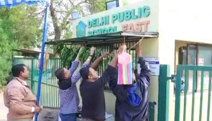 DPS સ્કૂલની સેકન્ડ ઈનિંગ : હરખાયેલા વાલીઓએ સ્કૂલના ગેટ પર લીલા તોરણ બાંધીને બાળકોને મોકલ્યા