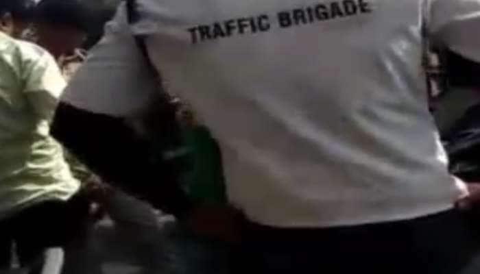 સુરતમાં 200 રૂપિયામાં 'વહીવટ' કરતા TRB જવાનનો વીડિયો વાઇરલ