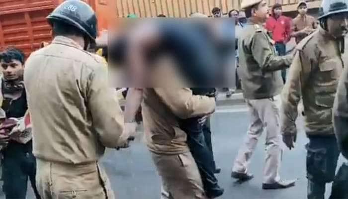 Delhi Fire: અત્યંત આઘાતજનક, કામની શોધમાં UP-બિહારથી આવેલા પીડિતો ઘેટા-બકરાની જેમ રહેતા હતાં