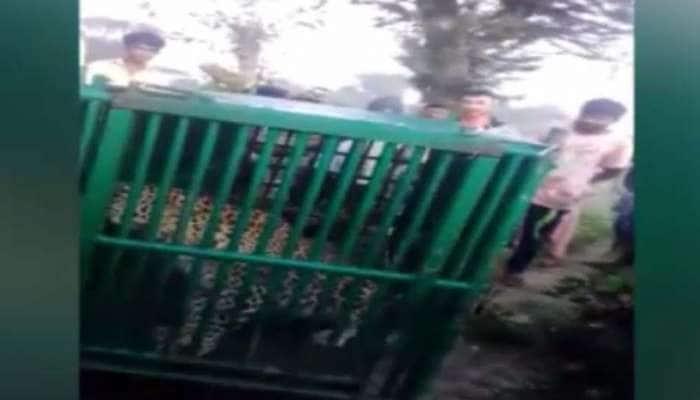 ગીરસોમનાથ : લોકોને પજવતો ત્રીજો દીપડો પકડાયો, પાંજરાને બદલે વન કર્મીના ઘરે પહોંચ્યો દીપડો