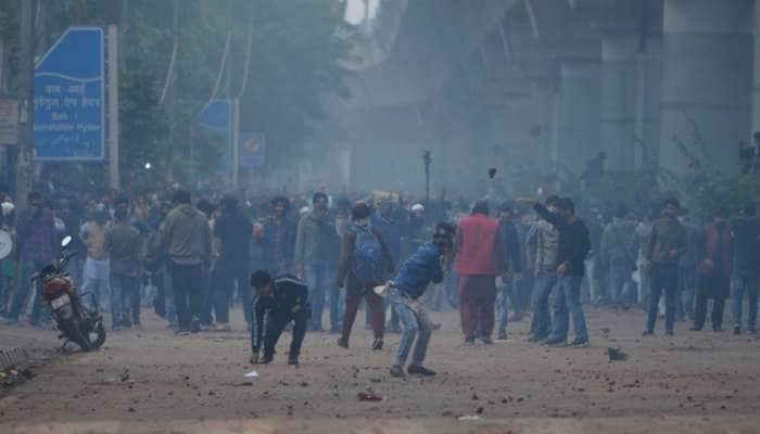 31 પોલીસ અને 67 નાગરિક ઘાયલ, 35 વાહનોને લગાવાઈ આગઃ દિલ્હી પોલીસનો રિપોર્ટ