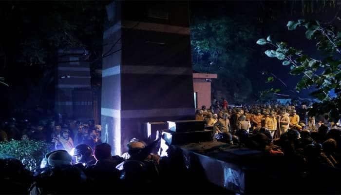 JNU હિંસા: દિલ્હી પોલીસે 9 લોકોને આપી નોટીસ, પૂછપરછ માટે બોલાવ્યા