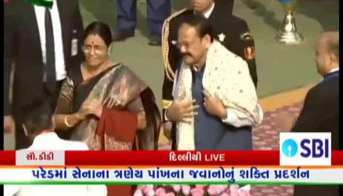 President Ramnath Kovind hoisted a flag on Rajpath watch video on zee 24 kalak