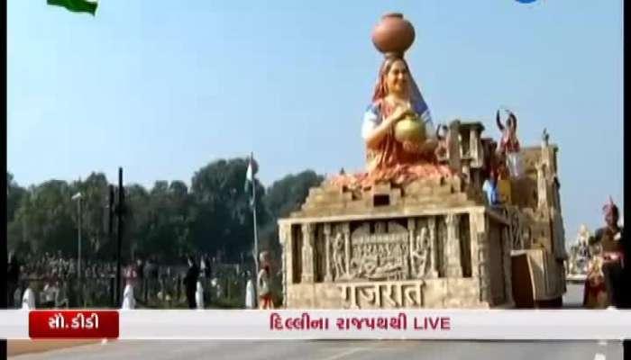 Delhi Gujarat's tablo rani ki vav becomes a center of attraction at the parade watch video