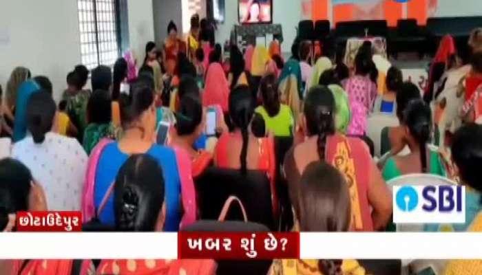 chhota udepur Milk pouches of sanjivani scheme found on the road video on zee 24 kalak