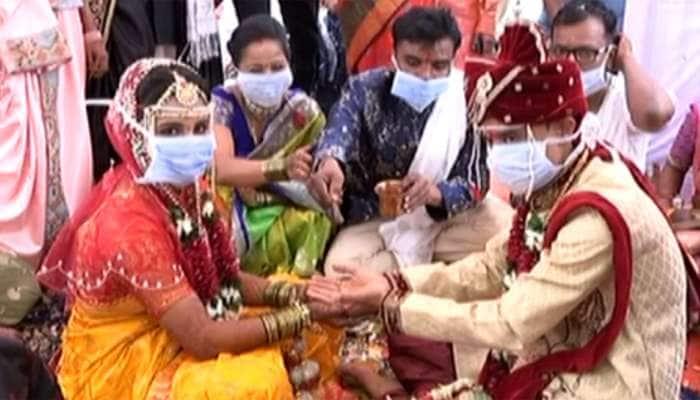 વડોદરામાં 'કોરોના લગ્ન' થઇ રહી છે ઠેર-ઠેર પ્રશંસા, જાનૈયાઓનું આ રીતે કરાયું સ્વાગત