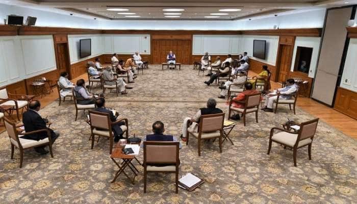Social Distancing : કેબિનેટ બેઠકમાં અંતર જાળવીને બેસ્યા પીએમ મોદીના મંત્રીઓ