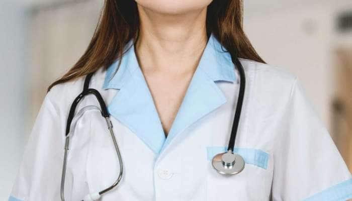 ઉપલેટા: કોલકી ગામના પ્રાથમિક આરોગ્ય કેન્દ્રમાં દર્દીઓને નિદાન સાથે મળે છે આ અનોખી દવા