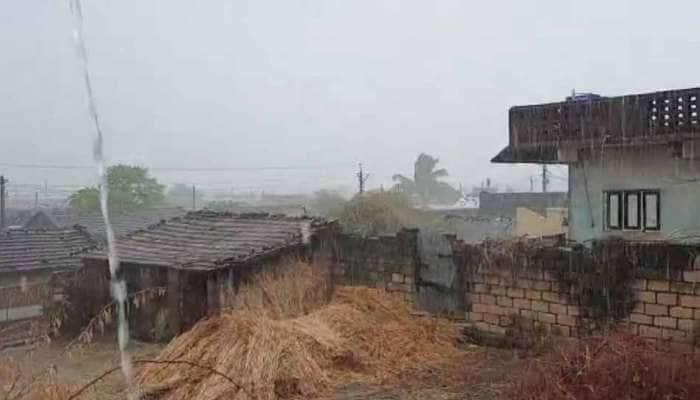 સાવરકુંડલામાં વરસાદ: સ્થાનિક નદીઓમાં પુરની સ્થિતિ, વીજળી પડતા 16 બકરીના મોત