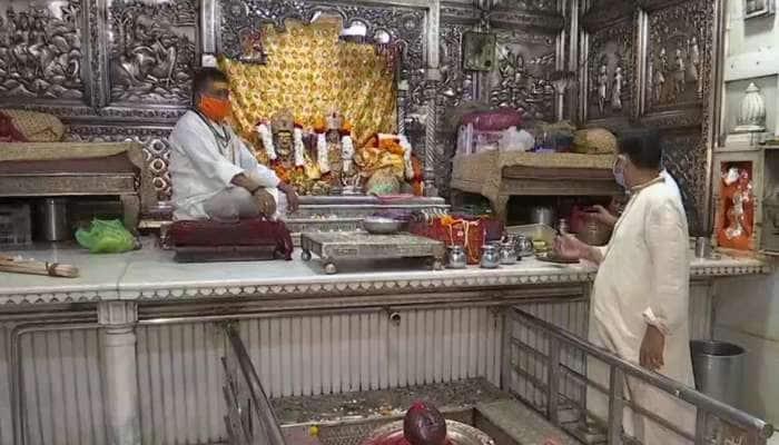Unlock 1: ખુલવા લાગ્યા ધાર્મિક સ્થળ, મંદિરોમાં ભગવાન દર્શન માટે પહોંચ્યા શ્રદ્ધાળુ