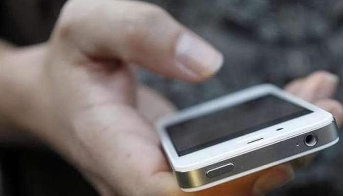 ફોનનું સીમ કાર્ડ અપગ્રેડ કરાવવું ગુજરાત સરકારના એક મહિલા અધિકારીને પડ્યું લાખોમાં