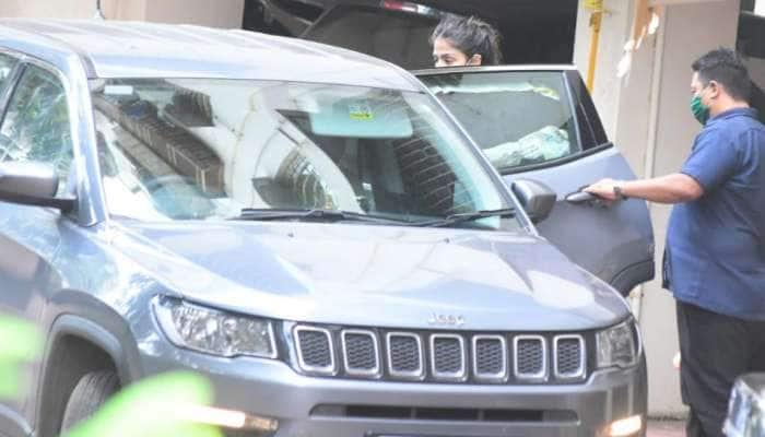 સુશાંત કેસમાં NCBની ઓફિસ પહોંચી Rhea Chakraborty, શું આજે થઇ શકે છે ધરપકડ?