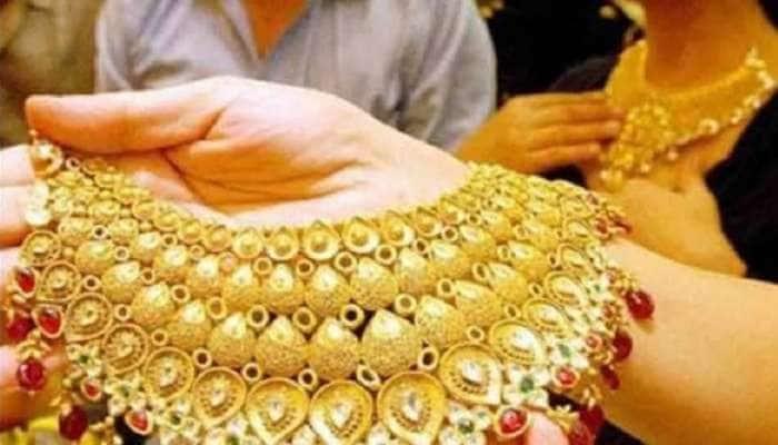 Gold Price: સોનાના ભાવમાં એક મહિનામાં 4,526 તો ચાંદીમાં 10 હજારથી વધુનો ઘટાડો, જાણો કિંમત