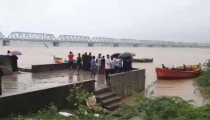 નર્મદા નદી ભયજનક લેવલથી 4 ફૂટ દૂર, ડેમમાંથી પાણી છોડાતા કાંઠાના ગામોને એલર્ટ કરાયા