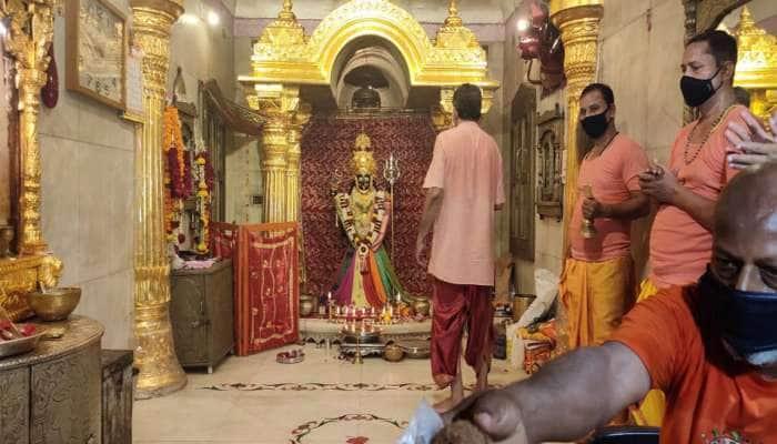 નવરાત્રિનો પ્રારંભ : ગુજરાતના મંદિરોમાં ભક્તો પહોંચ્યા, પણ નારિયેળ-ચુંદડી નહિ ચઢાવી શકે