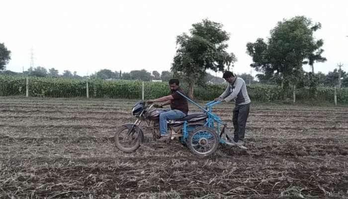 ગુજરાતના ગરીબ ખેડૂતનો જુગાડ કામ કરી ગયો, જુગાડુ બાઈકે ખેતીનો ખર્ચ 80% ઘટાડ્યો