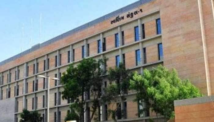 ગુજરાત સરકારના વહીવટી માળખામાં 60 જેટલા અધિકારીઓની બદલીના ભણકારા