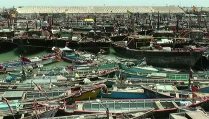 કુદરતી આફતને કારણે દરિયામાં માછલીઓનો જથ્થો ઘટ્યો, માછીમારોની સ્થિતિ કફોડી