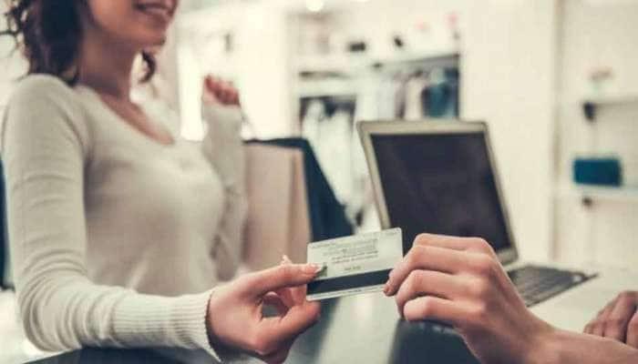 મોટો ખુલાસો! RBIના રોક છતાં Debit Card Payment પર બેંક વસૂલ કરી રહી છે સરચાર્જ