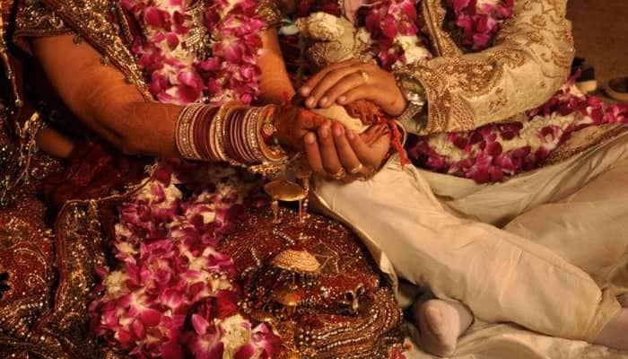 લગ્નમાં રોટલી વણવા આવેલી છોકરીના કરાવી દીધા લગ્ન, 4 દિવસ પછી યુવકને ખબર પડી તો ઉડી ગયા હોશ