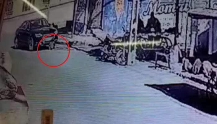 ચકચકિત ઔડી કારે બાળકને કચડ્યો, હચમચાવી દે તેવા CCTV ફૂટેજ જુઓ