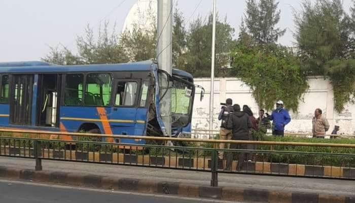 BRTS ના ખાતામાં વધુ એક એક્સિડન્ટનો ઉમેરો, ટાયર ફાટતા બસ થાંભલા સાથે ભટકાઈ
