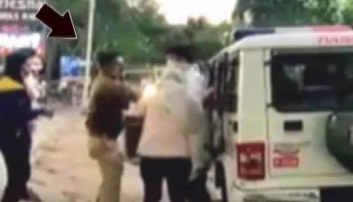 Video: માસ્કનો ટાર્ગેટ પુરો કરવા પોલીસ ભુલી ભાન, પોલીસ જવાને યુવતીને લાફા ઝીંક્યા