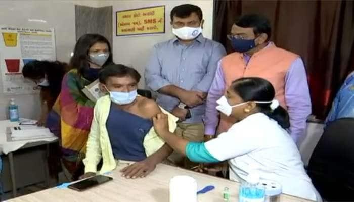 Largest Vaccine Drive : ગુજરાતમાં વેક્સીનેશનની શરૂઆત, જુઓ કોણે કોણે લીધી પહેલી વેક્સીન