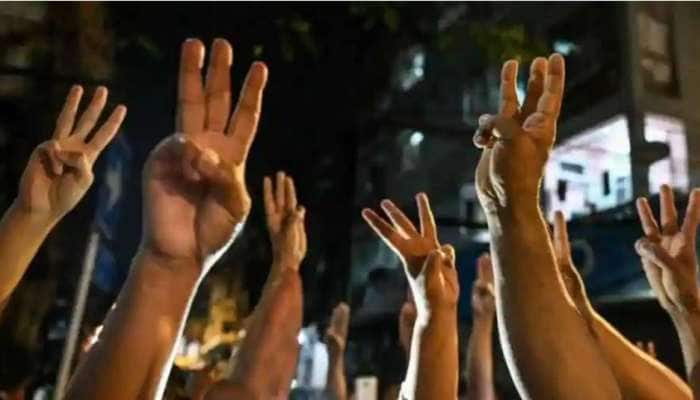 Myanmar: વિરોધ પ્રદર્શનમાં અપાઈ રહી છે 'ત્રણ આંગળીથી સલામી', જાણો તેનો શું છે અર્થ