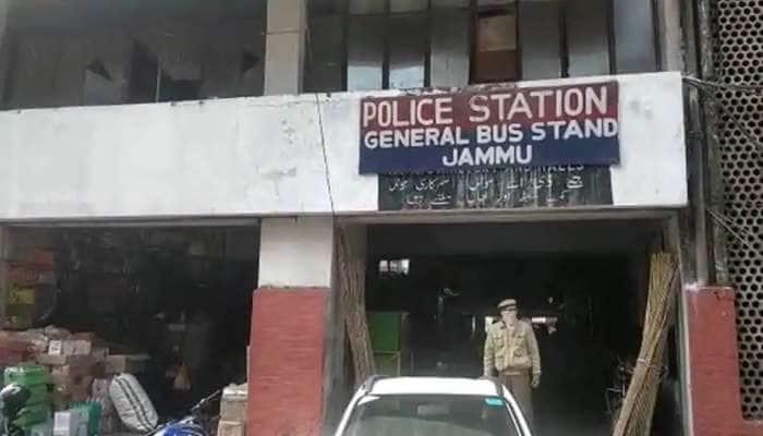 Jammu Kashmir: જમ્મુમાં પુલવામાને પુનરાવર્તિત કરવાનું કાવતરું નિષ્ફળ, IED સાથે એક આતંકી ઝડપાયો