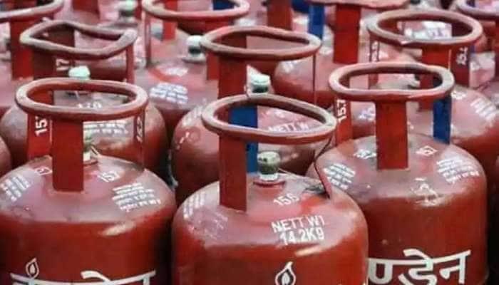 LPG Price Hike in Delhi: દિલ્હીના લોકોને ઝટકો, 50 રૂપિયા મોંઘો થયો સબ્સિડી વગરનો ગેસ સિલિન્ડર
