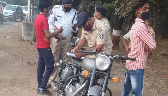 Gandhinagar: ધ્વનિ પ્રદૂષણ ફેલાવતા બુલેટ ચાલકો પર ટ્રાફિક પોલીસની તવાઇ, 15 બુલેટ જપ્ત કરાયા