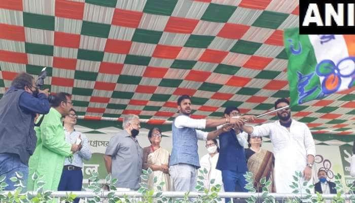 TMC ને મળ્યો આ ક્રિકેટરનો સાથ, હુગલીમાં મમતા બેનરજીની હાજરીમાં પાર્ટી જોઈન કરી