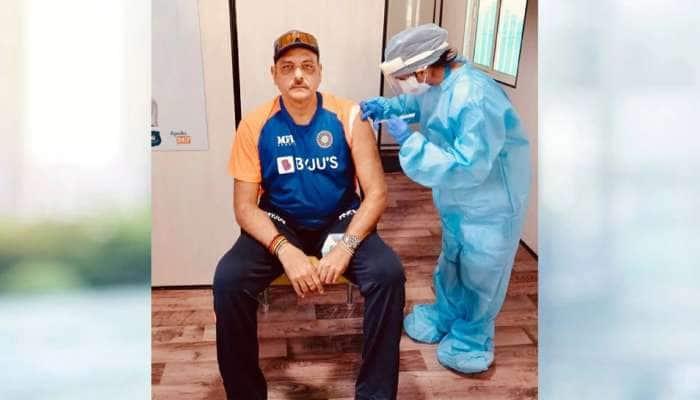 Ravi Shastri ને અમદાવાદમાં લાગી Corona Vaccine, ટ્વિટર પર તસવીર શેર કરી લખ્યો ખાસ મેસેજ