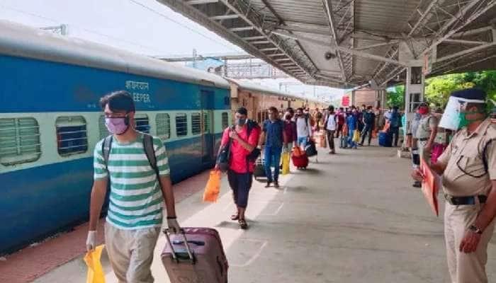 Mumbai: વધુ એક ઝટકો, પ્લેટફોર્મ ટિકિટ થઈ મોંઘી, પાંચ ગણો ભાવ વધારો
