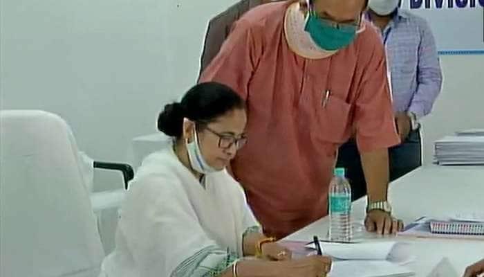 Mamata Banerjee Nomination: શિવ મંદિરમાં પૂજા કરીને મમતા બેનર્જીએ નંદીગ્રામ બેઠક માટે ઉમેદવારી નોંધાવી