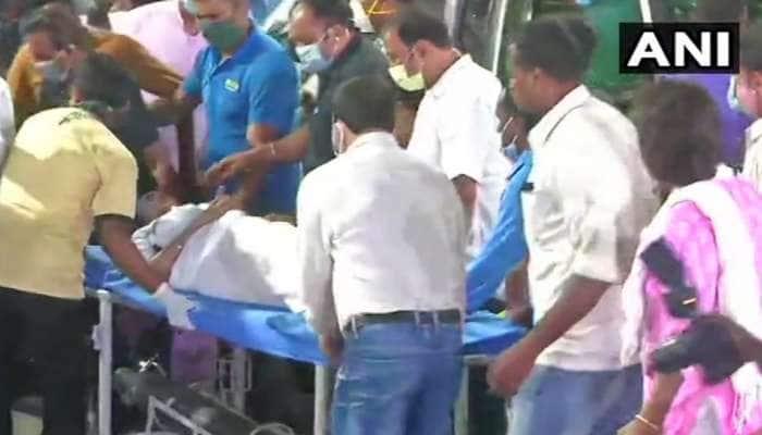 West Bengal: પગમાં ઈજા બાદ સ્ટ્રેચર પર હોસ્પિટલ ગયા મમતા બેનર્જી, રાજ્યપાલ મળવા પહોંચ્યા