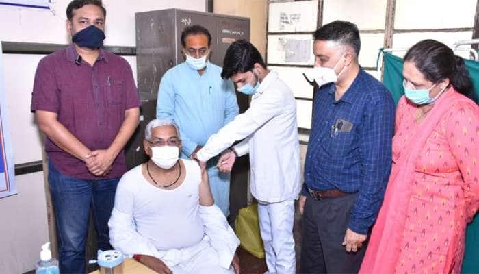 Jamnagar: મંત્રી આર.સી ફળદુએ કોરોનાની વેક્સિન લીધી, તમામ નાગરિકોને પણ કરી ખાસ અપીલ