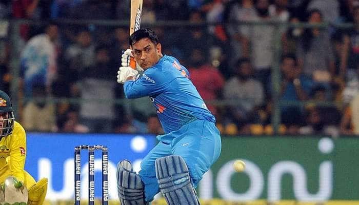 IPL: બોલરોની ધોલાઈ થવાની છે નક્કી, ધોનીએ લગાવ્યા લાંબા-લાંબા શોટ્સ, જુઓ Video