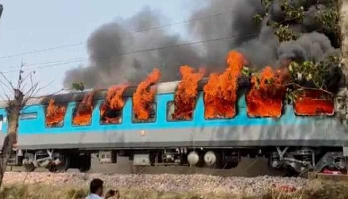Delhi-Dehradun શતાબ્દી ટ્રેનના કોચમાં લાગી ભીષણ આગ, જોવા મળ્યા ધૂમાડાના ગોટેગોટા