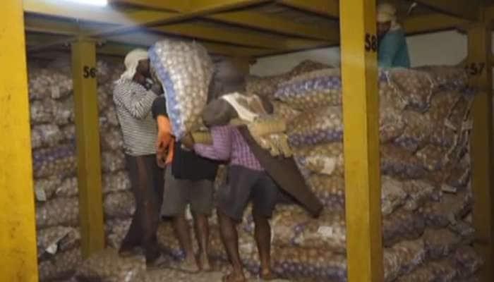 અરવલ્લીમાં બટાકા ઉત્પાદક ખેડૂતોની સ્થિતી વળ ખાય વાંદરૂ ને માલ ખાય મદારી જેવી, વચેટિયાઓને મોજ