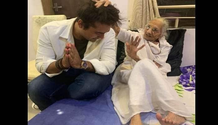બોલીવુડ સિંગર જુબિન નૌટિયાલ PM મોદીના માતા સાથે કરી મુલાકાત, લીધા આશીર્વાદ