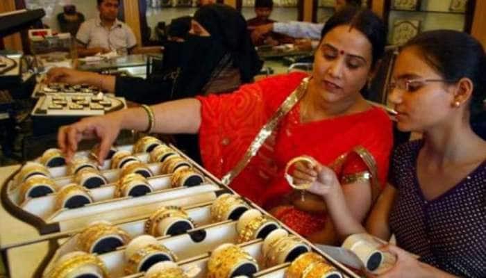 Gujarat માં Gold ના ભાવ ઘટ્યા, મોટી સંખ્યામાં લોકો ખરીદારી કરવા સુરત પહોંચ્યા